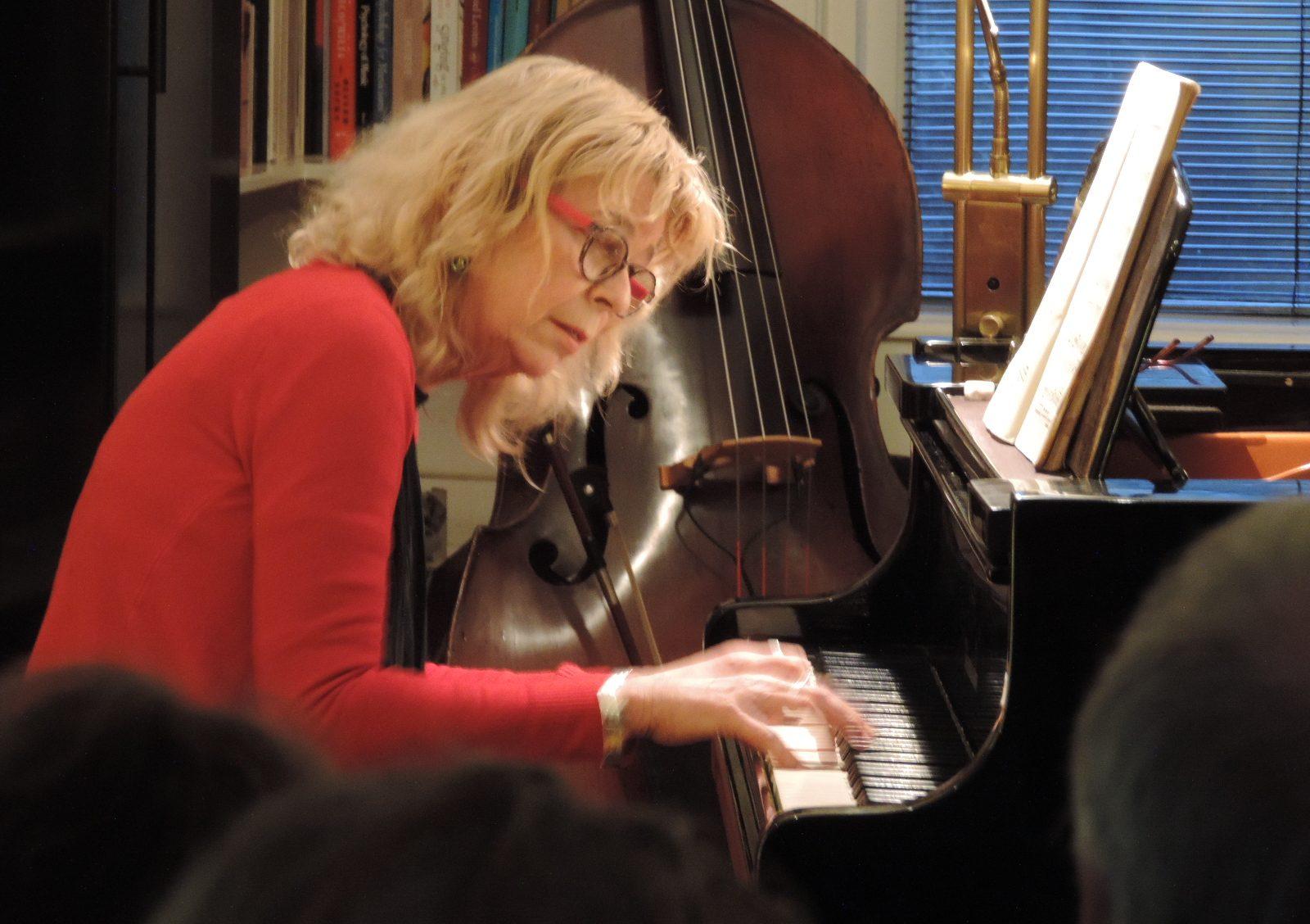 Kristine Teeuw pianodocent geeft thuis pianoles aan kinderen en volwassenen